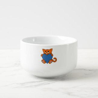 Valentin orange katt för dag med blåtthjärta mugg för soppa