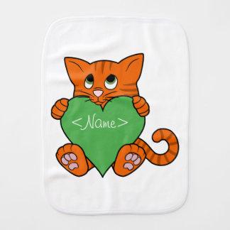 Valentin orange katt för dag med grön hjärta bebistrasa