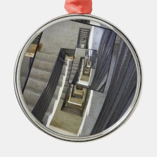 Välla fram av trappor julgransprydnad metall