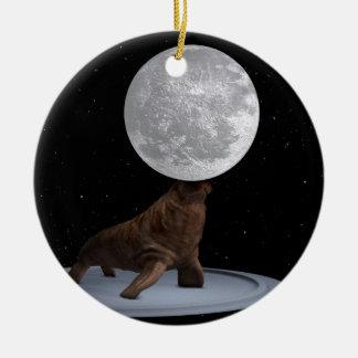 Valross som balanserar månen julgransprydnad keramik