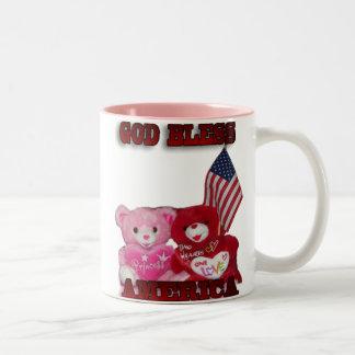 Välsigna digAmerika rosor och röd björnmugg Två-Tonad Mugg