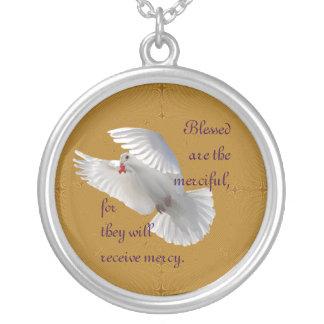 Välsignat är det barmhärtigt silverpläterat halsband