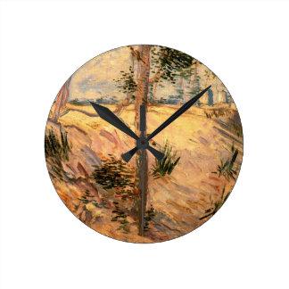 Van Gogh träd i ett fält på en solig dag Rund Klocka