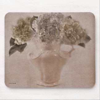 Vanlig hortensia i en vas musmatta