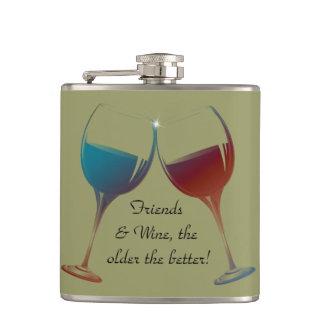 Vänner och vin som är äldre den bättre roliga flas fickplunta