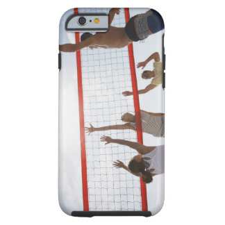 Vänner som leker volleyboll tough iPhone 6 case