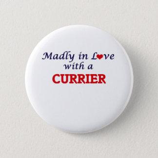 Vanvettigt förälskat med en Currier Standard Knapp Rund 5.7 Cm