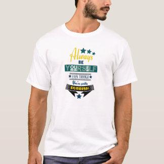 Var alltid dig, även om du är rackar ner på t-shirt