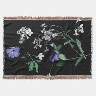 Vår blommor på den svart kastfilten filt
