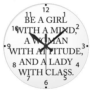 Var en flicka med en vara besvärad, en kvinna med stor klocka