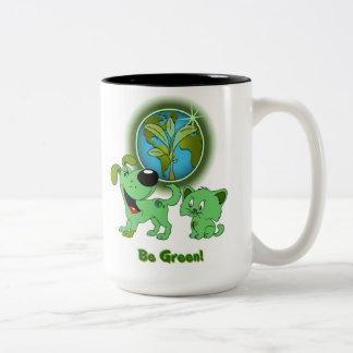 Var grön! (Löv och blad) Två-Tonad Mugg