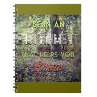 Var i en miljö som hjälp dig växer anteckningsbok med spiral