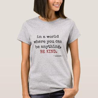 var något. VAR SNÄLL (svart text) T Shirts