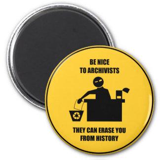 Var trevlig till arkivarier magnet rund 5.7 cm