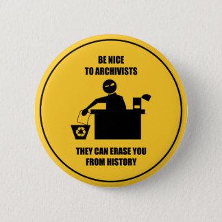 Var trevlig till arkivarier standard knapp rund 5.7 cm