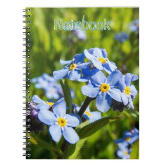 Vårblåa blommor anteckningsbok med spiral