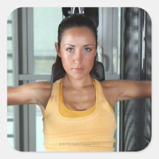 Vård-, idrottshallarbete och kondition fyrkantigt klistermärke