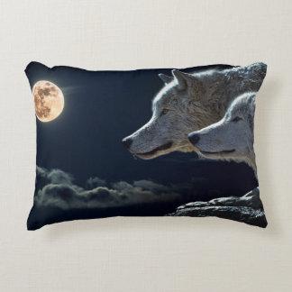 Vargvarger som tjuter på fullmånen på natten prydnadskudde