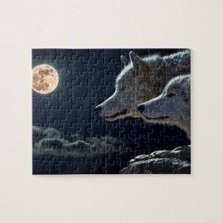 Vargvarger som tjuter på fullmånen på natten pussel