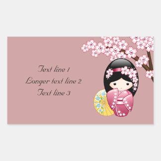 VårKokeshi docka - gullig japansk Geisha på rosor Rektangulärt Klistermärke