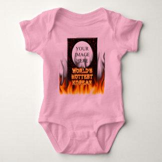 Världens avfyrar flammar varmmaste korean och röd t-shirts