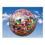 Världs flaggor i ett jordklot vykort