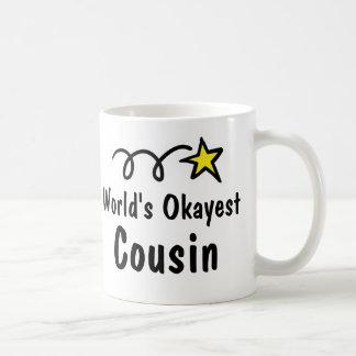 Världs gåva för mugg för kaffe för Okayest kusin