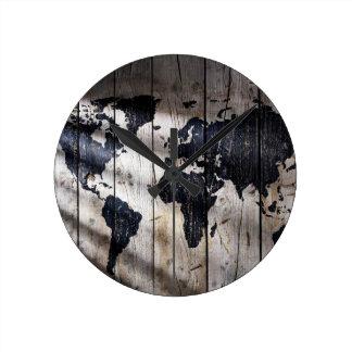 Världskarta på wood struktur rund klocka