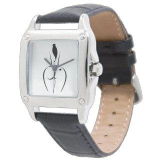 Varmt kvinnasvartläder fäster klockan armbandsur