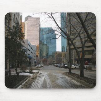Våt gata i i stadens centrum Edmonton Musmatta