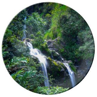 Vattenfall i Maui Hawaii Maryland Porslin Tallrikar