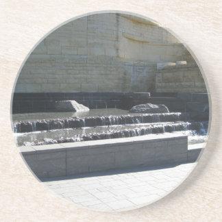 Vattenfall på museet underlägg sandsten