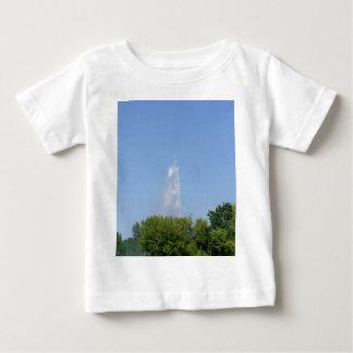 Vattenfontän med träd t shirts