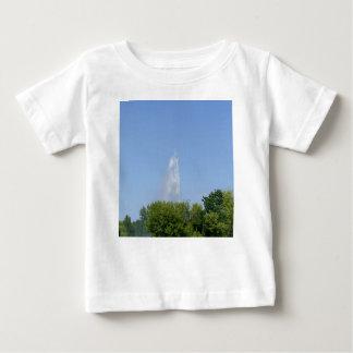 Vattenfontän med träd t-shirts