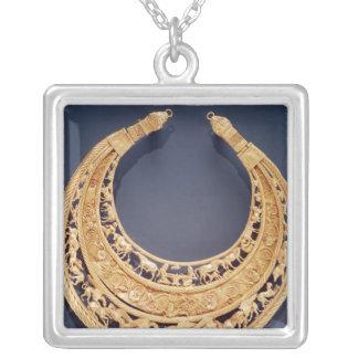 Växande formad bröstfena från Tolstaya Mogila Silverpläterat Halsband