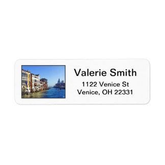 Venedig storslagen kanal med kärlekcitationstecken returadress etikett