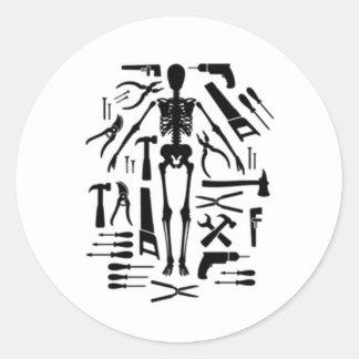 Verktyg av tortyr runt klistermärke