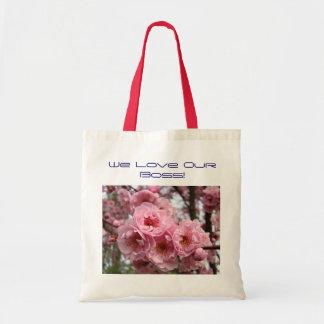 Vi älskar vår chef! Totot hänger lös rosa blommar  Budget Tygkasse