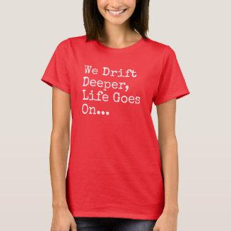 Vi driver djupare, liv går på T-tröja T Shirts