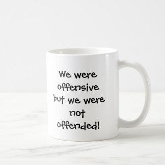 Vi var offensiva, men vi kränktes inte! kaffemugg