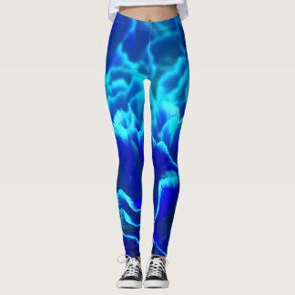 Vibrerande blått- och krickanejlikablomma leggings