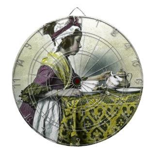 Victorianflicka som har magisk lyktavintage för dart tavlor