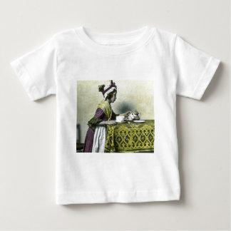 Victorianflicka som har magisk lyktavintage för t-shirt