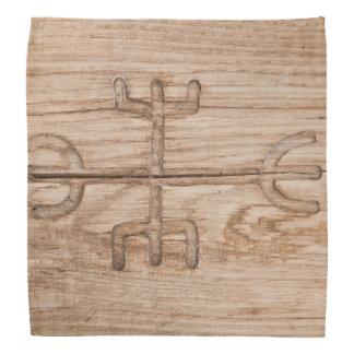 Viking runa på knäckt trä bandana