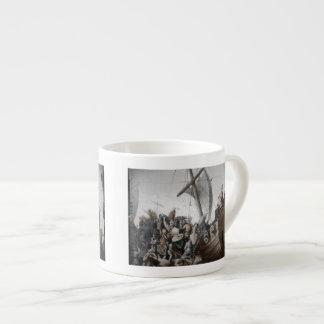 Vikings som stormar en barkass espressokoppar