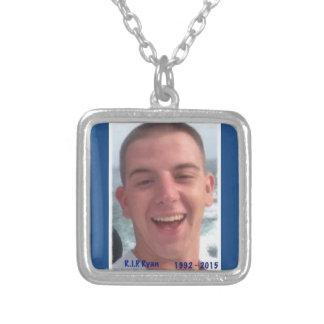 Vila i fred Ryan Silverpläterat Halsband