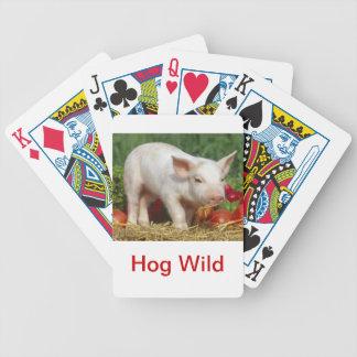 Vild för vitgrisHog som leker kort Spelkort
