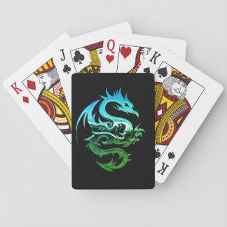 Vild kromdrake som leker kort casinokort