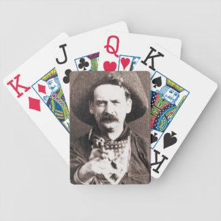 Vilda westernfredlösCowboy som leker kort Spelkort