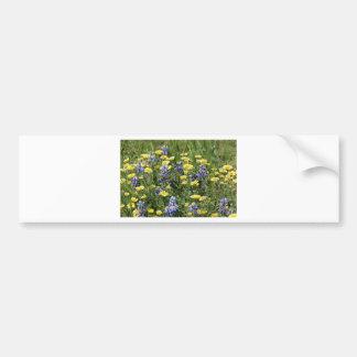 Vildblommar i lilor och gult bildekal